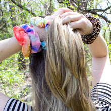 Load image into Gallery viewer, Tie-Dye Leopard Velvet Scrunchie Set