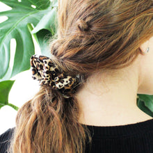 Load image into Gallery viewer, Leopard Scrunchie Set