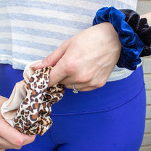 Load image into Gallery viewer, Devyn Velvet Scrunchie Set