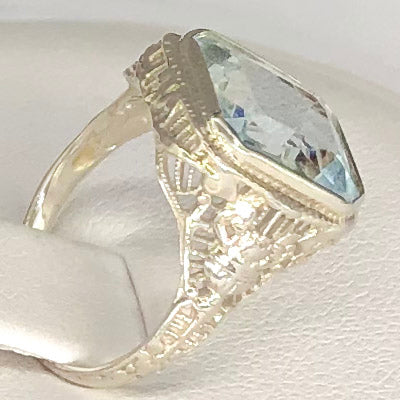 Vintage 14K White Gold Filigree Blue Stone Ring CR0050