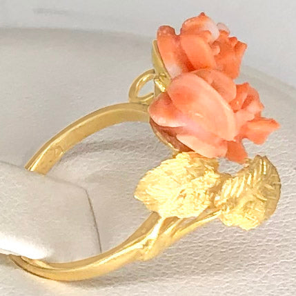 Vintage 18K Yellow Gold  Carved Coral Ring