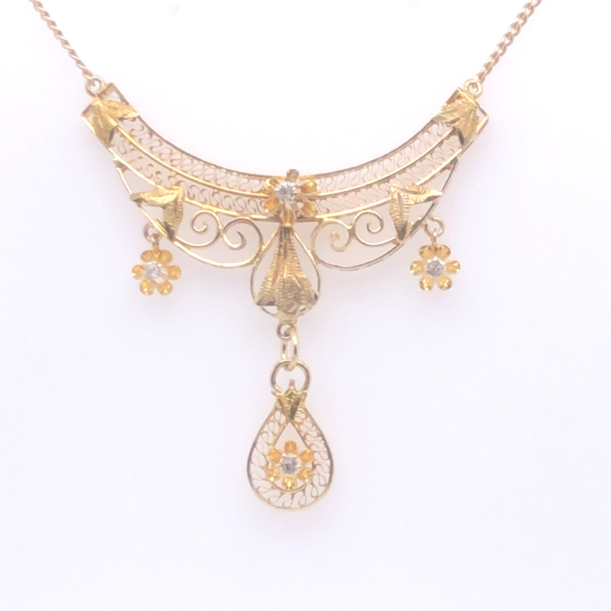 14K Yellow Gold Lavalier Necklace with Diamond Accents  SI0231