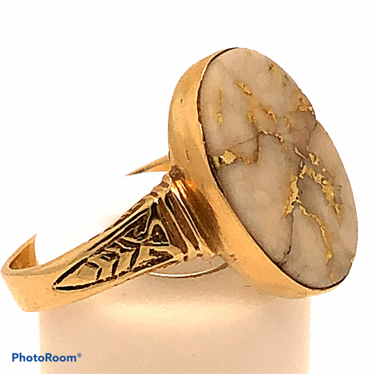 18K Gold Bearing Quartz Ring with Ornate Mounting    CR0216