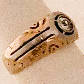 18K Yellow Gold Swirl Band Ring with Diamond   CR0159