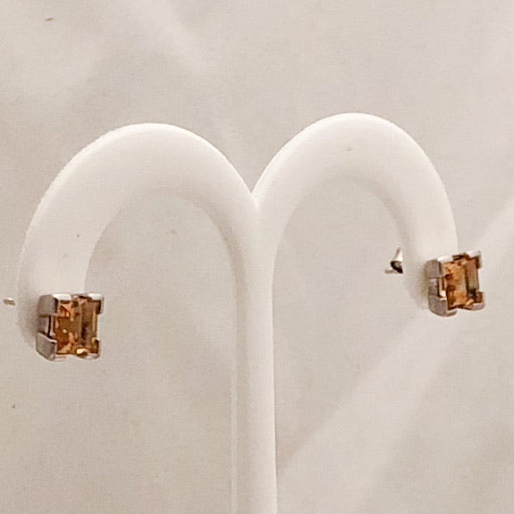 Sterling Silver Stud Earrings with Yellow/Brown Stone   SI0103