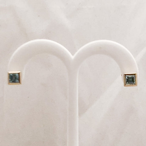 14K Yellow Gold Blue Stone Stud Earrings   SI0100