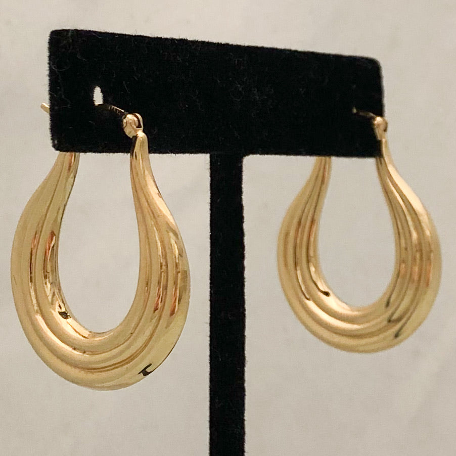14K Yellow Gold Long Ribbed Hoop on Post  CE0112