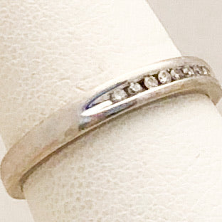 10K White Gold Diamond Band   CR0172
