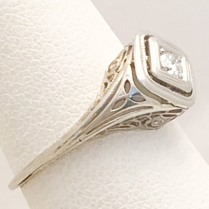 18K White Gold Filigree Ring with Clear Stones   SI0128