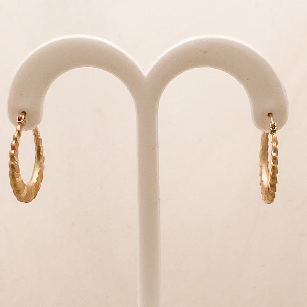 14K Yellow Gold Shiny & Matte Shrimp Hoop Earrings   CE0083