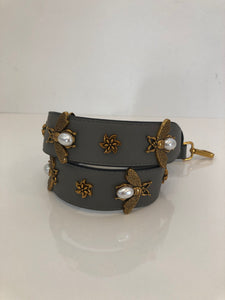 Bee Strap in Grey