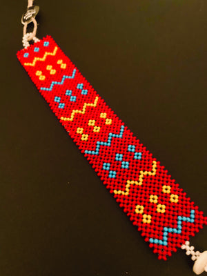 breites Massai-Armband mit Knopf / red, light blue, yellow