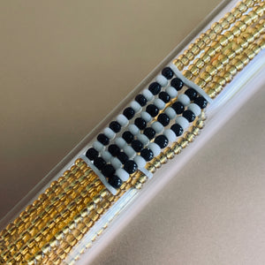 Massai-Armband mit Knopf / gold with white/black