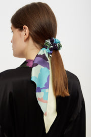 Silk hair tie with ribbon in floral blue