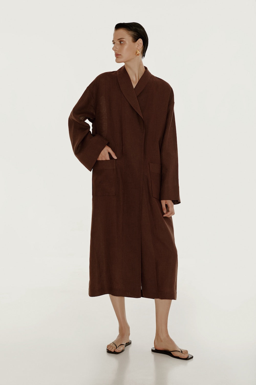 Basic linen robe in brown