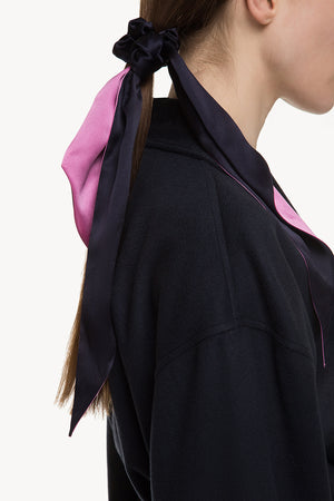Silk scrunchie with scarf-like trims in fuchsia/navy