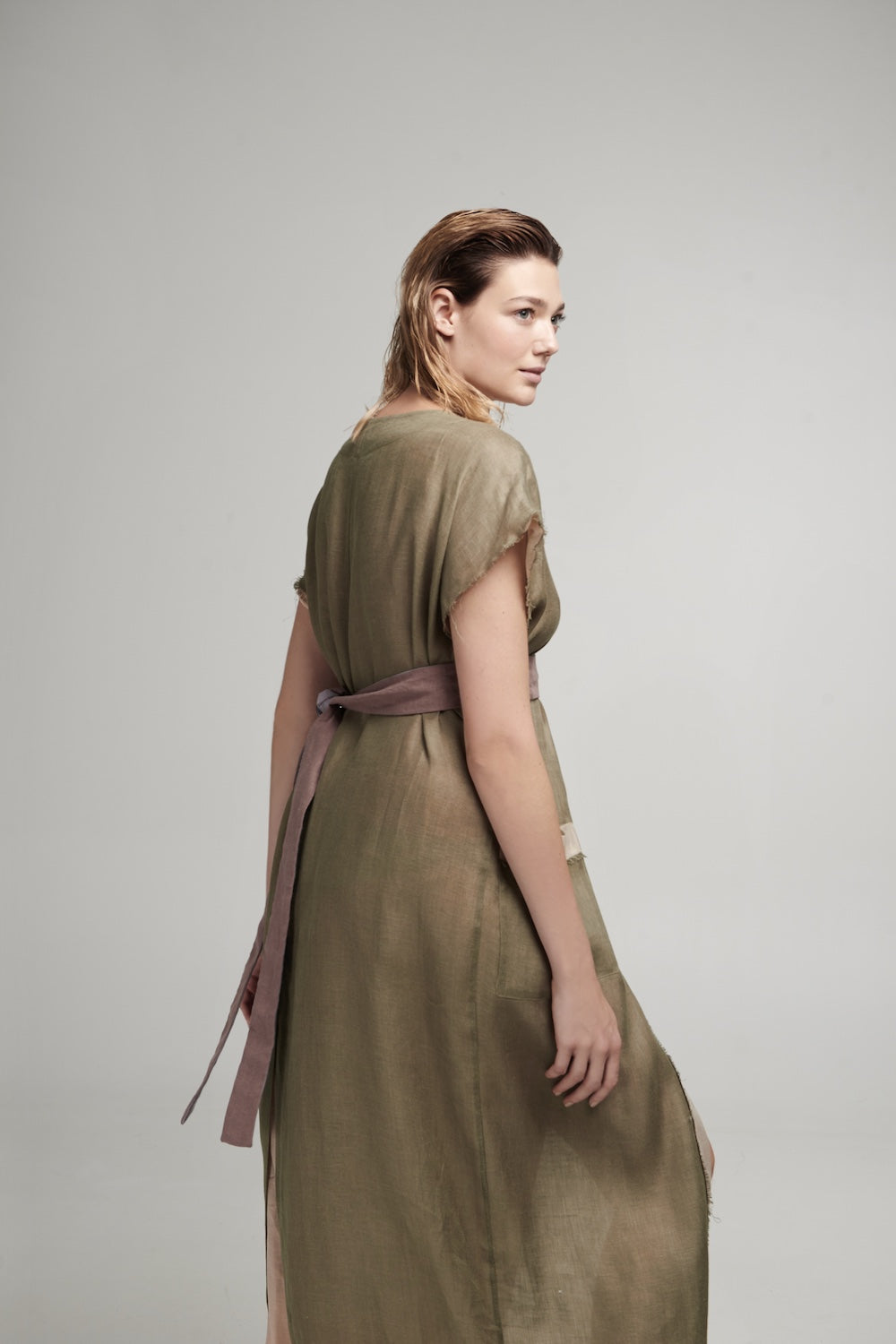Aurora robe in Olive & Powder
