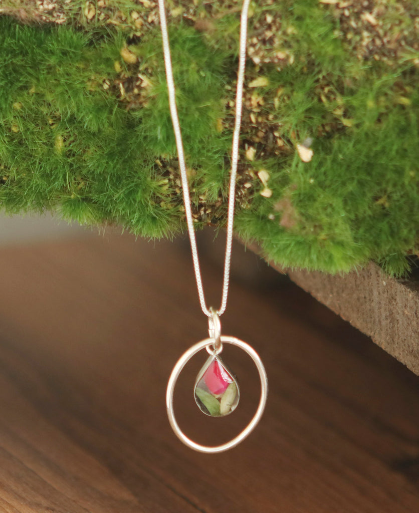 Rosebud Oval Necklace