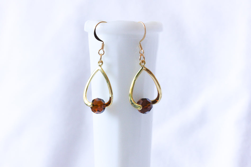 Curvy earrings - gold with topaz brown