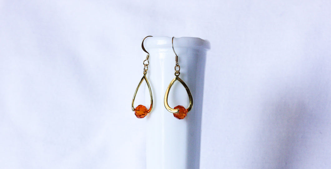Curvy earrings - gold with burnt orange crystal
