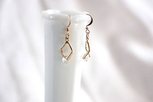 Mini twisted angle earrings - gold with clear crystal