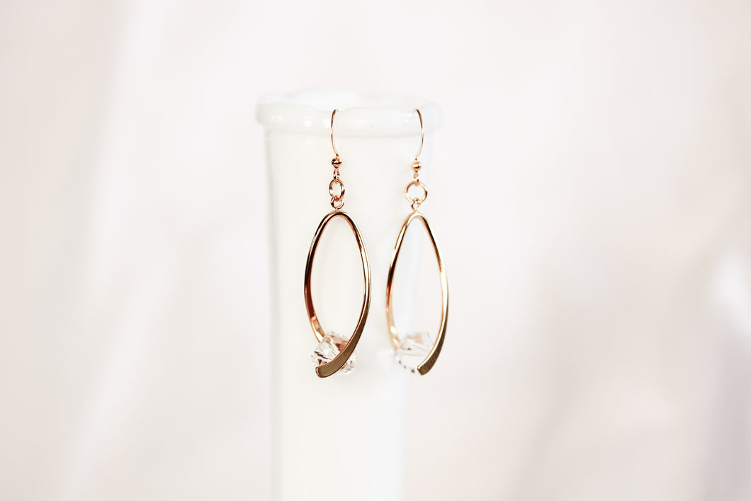 Ribbon twist earrings - gold