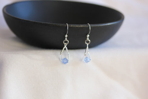 Mini twisted angle earrings - silver with blue crystals