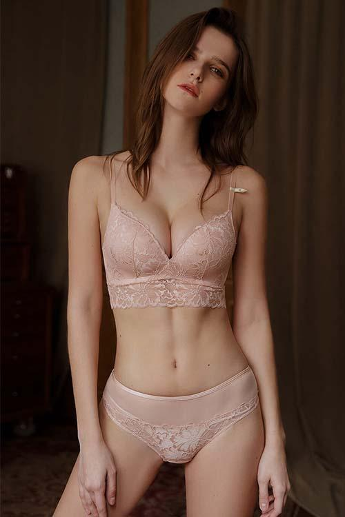 LACE BRALETTE NON-WIRED BRA AND SHEER KNICKERS SET