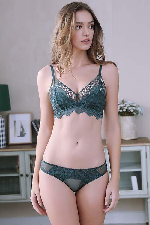 WOMEN'S LACE TRIANGLE BRA WIREFREE LINGERIE BRA AND PANTIES SET