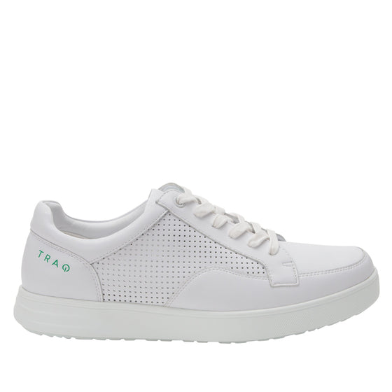 Baseq White smart shoes with Q-chip™ technology. BAS-M7100_S2
