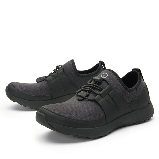 Cynch Black smart shoes with Q-chip™ technology. CYN-5001_S2