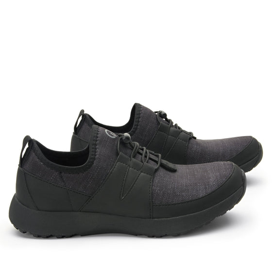 Cynch Black smart shoes with Q-chip™ technology. CYN-5001_S3