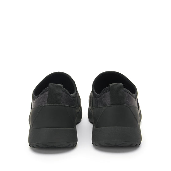 Cynch Black smart shoes with Q-chip™ technology. CYN-5001_S4