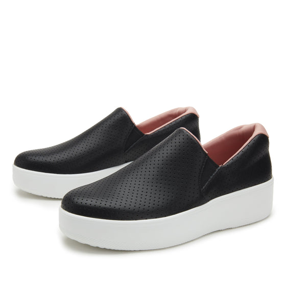 On-Q slip on style smart shoes with Q-chip™ technology. ONQ-5003_S2