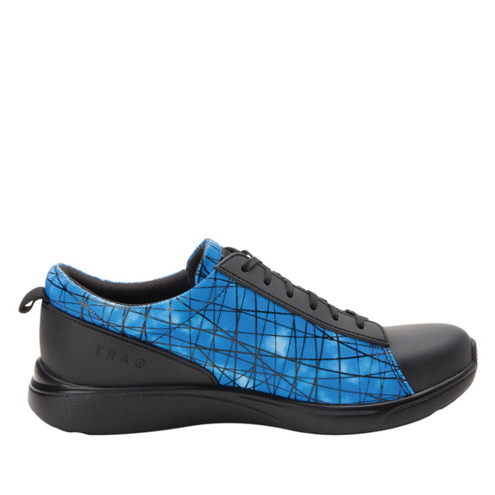 Qest Fauna lace up smart shoes with q-chip technology. QES-5452_S2