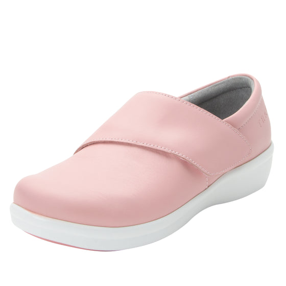 Qin Blush smart slip on shoes with Q-chip™ technology. QIN-5650_S1