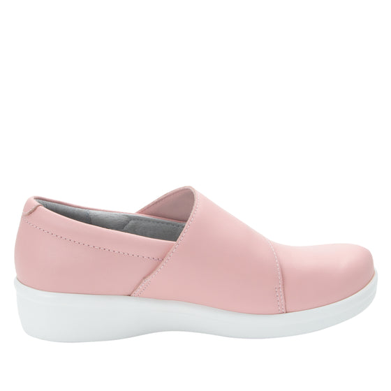 Qin Blush smart slip on shoes with Q-chip™ technology. QIN-5650_S2