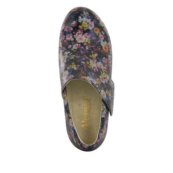 Qin Garland smart slip on shoes with Q-chip™ technology. QIN-689_S4