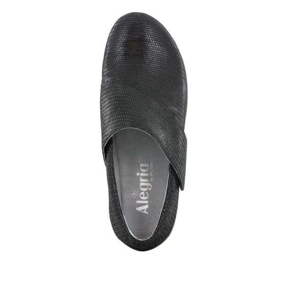 Qin Bob and Weave smart slip on shoes with Q-Chip technology. QIN-870_S4
