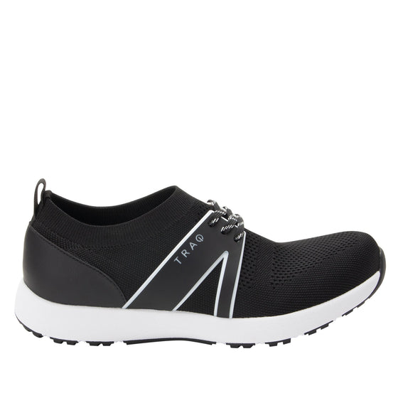 Qool Black smart shoes with Q-chip™ technology. QOO-5002_S2