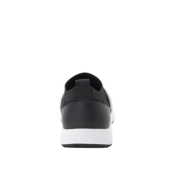 Qool Black smart shoes with Q-chip™ technology. QOO-5002_S3