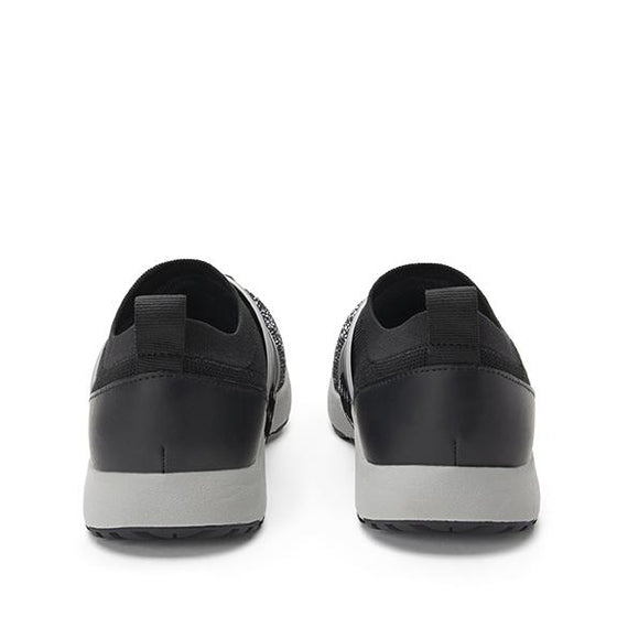 Qool Black Multi smart shoes with Q-chip™ technology. QOO-5003_S3
