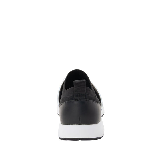 Qool Black lace-up smart shoes with Q-chip™ technology. QOO-M7002_S3