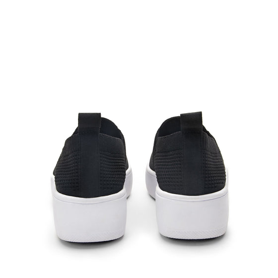 Qaravan slip on style smart shoes with Q-chip™ technology. QRV-5002_S4
