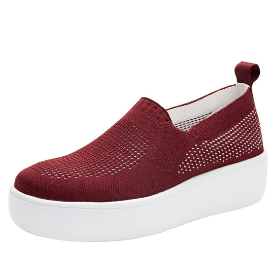 Qaravan slip on style smart shoes with Q-chip™ technology. QRV-5601_S1