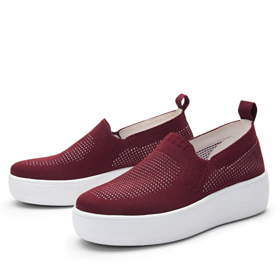 Qaravan slip on style smart shoes with Q-chip™ technology. QRV-5601_S2