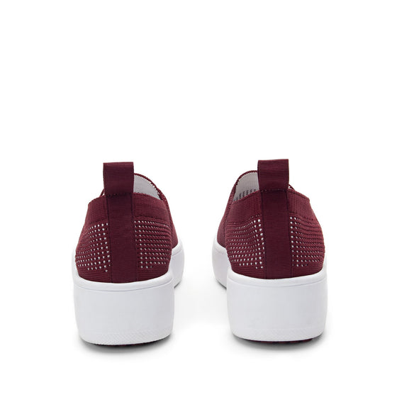 Qaravan slip on style smart shoes with Q-chip™ technology. QRV-5601_S4