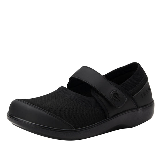 Qutie All Black smart slip on shoes with Q-chip™ technology. QUT-5004_S1