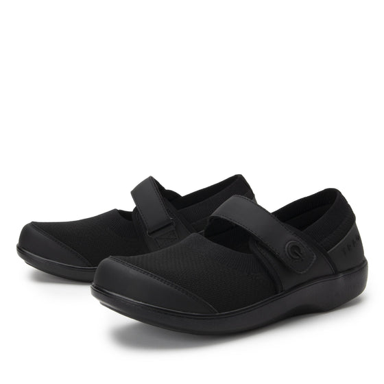 Qutie All Black smart slip on shoes with Q-chip™ technology. QUT-5004_S2