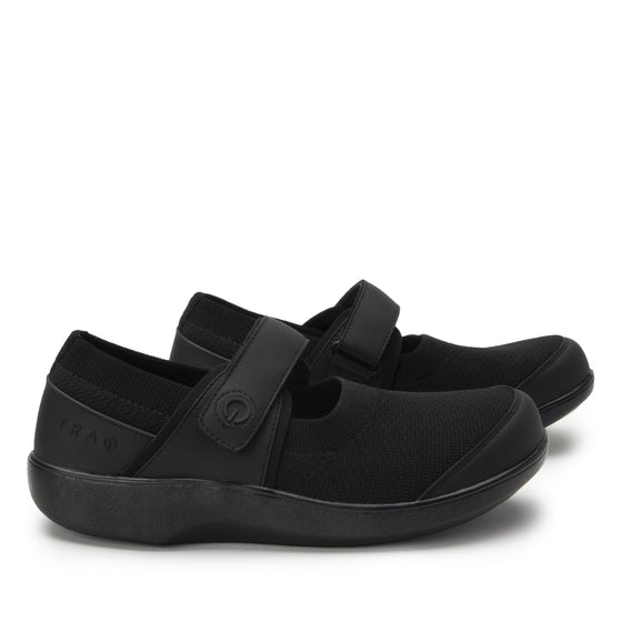 Qutie All Black smart slip on shoes with Q-chip™ technology. QUT-5004_S3